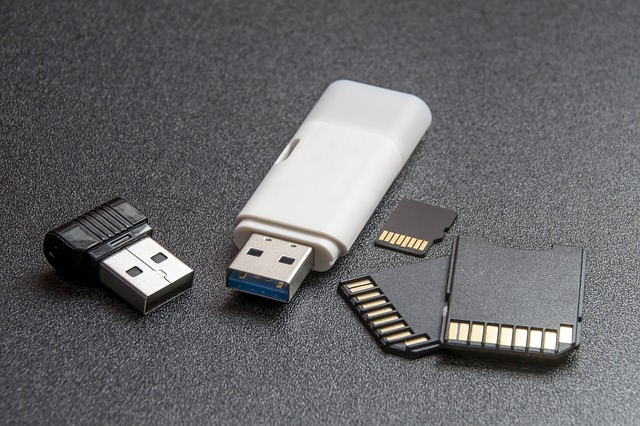 Learn how to put pictures on a flash drive